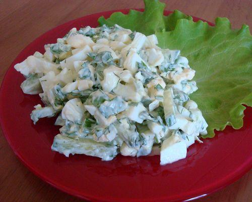 Салат с ротаном, маринованным огурцом и яйцами