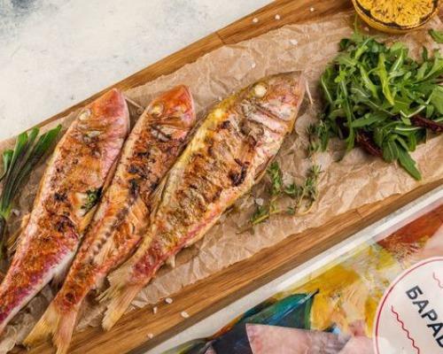 Рыба-гриль с зеленым маслом