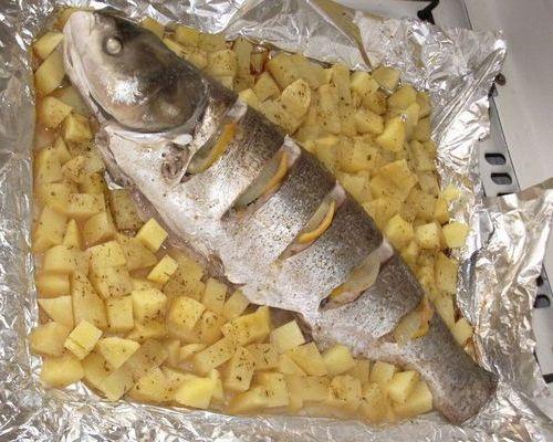 Синец, запечённый с картофелем