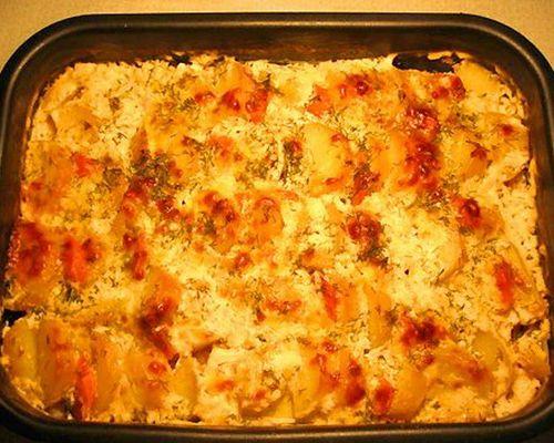 Запечённая щука с картофелем и овощами