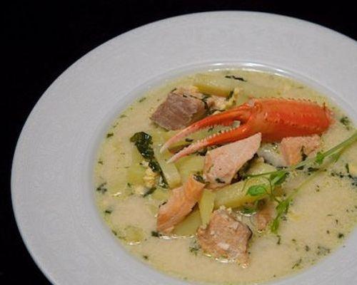 Сливочный суп из чавычи с крабами
