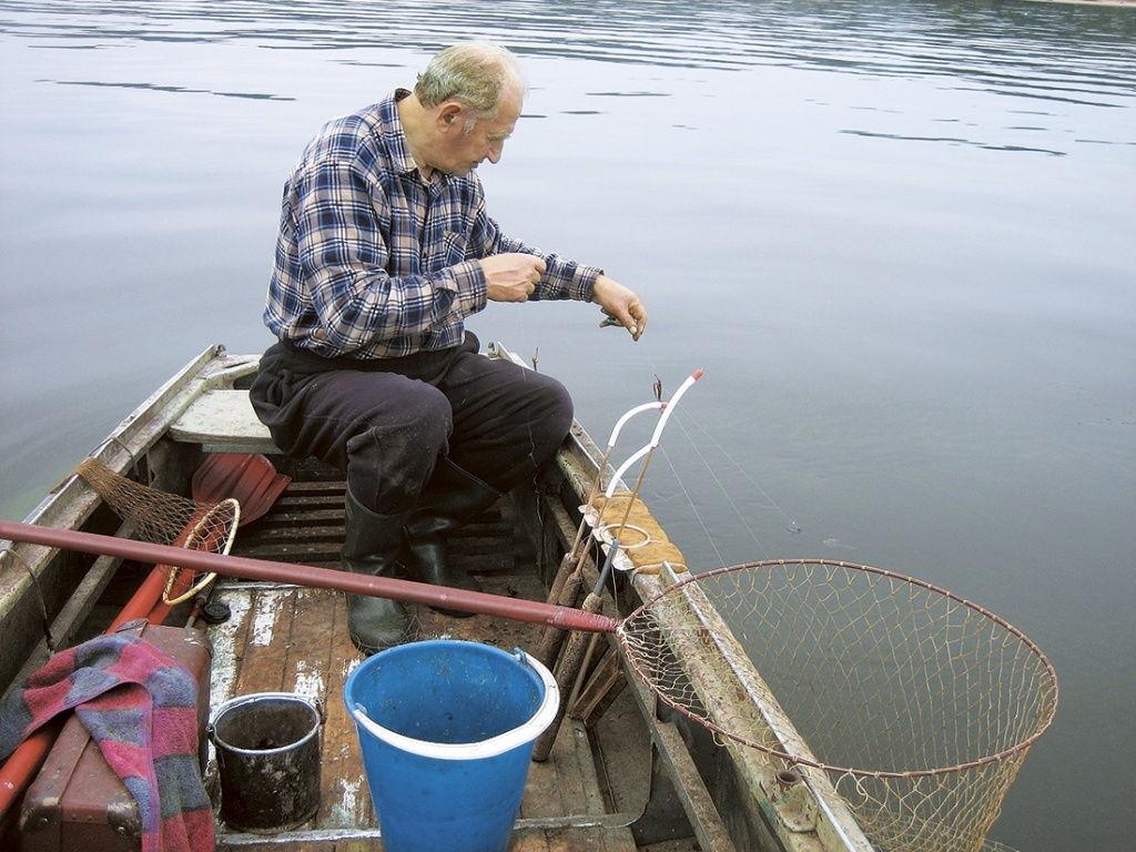 Снасти для ловли на реке с лодки