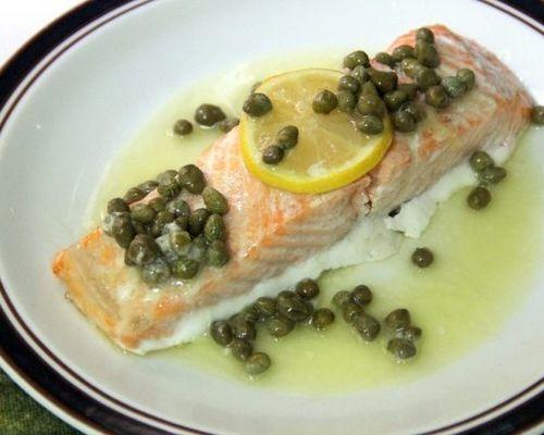Запечённый лосось под соусом
