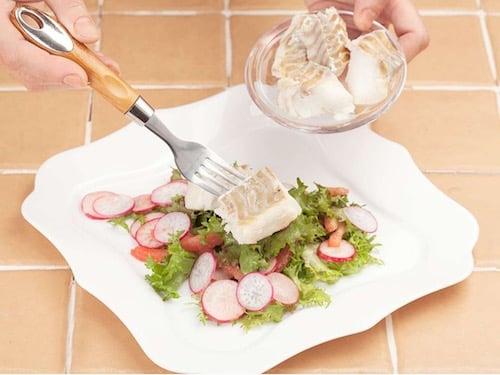 Пошаговый рецепт рыбного салата с вишневым соусом