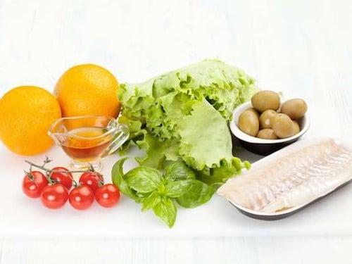 Продукты для салата из рыбы с апельсинами