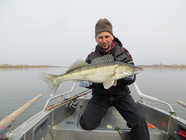 Профессиональная рыбалка с катера на р. Ока