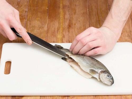 Пошаговый рецепт приготовления рыбы запеченной с грибами и травами