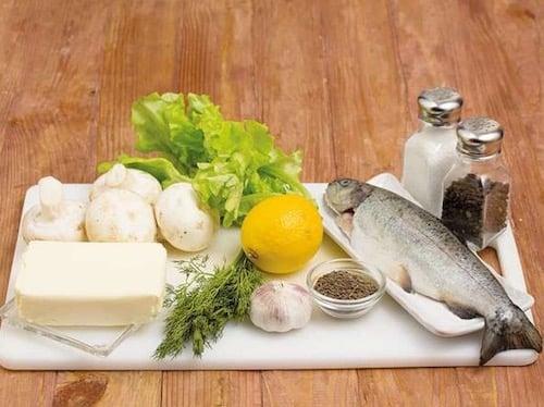 Ингредиенты для рыбы запеченной с грибами и травами