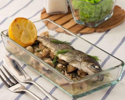 Рыба запеченная с грибами и травами