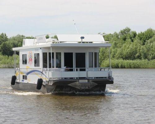 Тур с проживанием на речной яхте