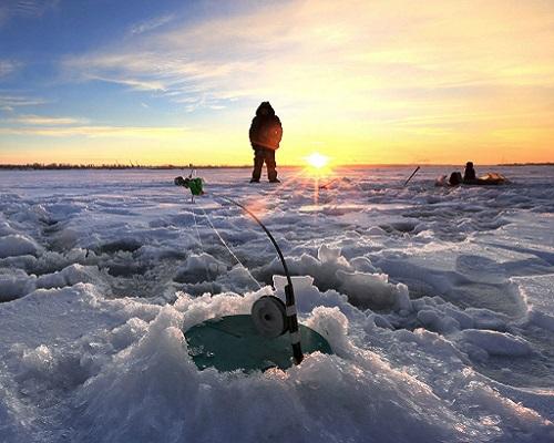 Меры безопасности на зимней рыбалке — не стоит рисковать жизнью за первую поклевку