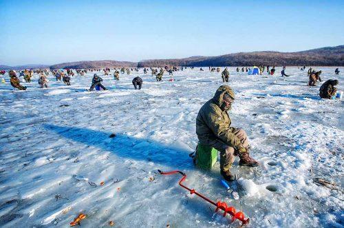Где искать рыбу зимой