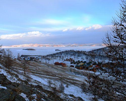 Зимняя подледная рыбалка на озере Байкал